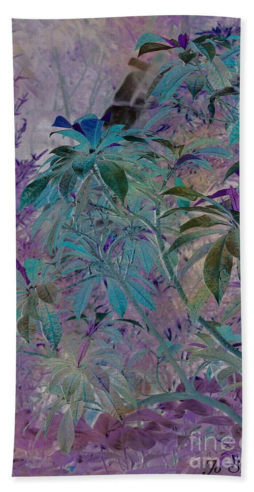 Assiniboine Park Conservatory Jungle Hand Towel featuring the photograph Negative Jungle by Joanne Smoley