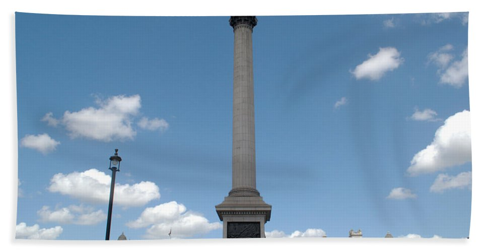 Trafalgar Hand Towel featuring the photograph Nelsons Column by Chris Day