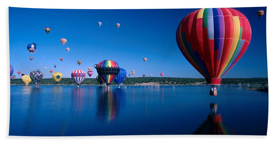 Hot Air Balloon Bath Towel featuring the photograph New Mexico Hot Air Balloons by Jerry McElroy