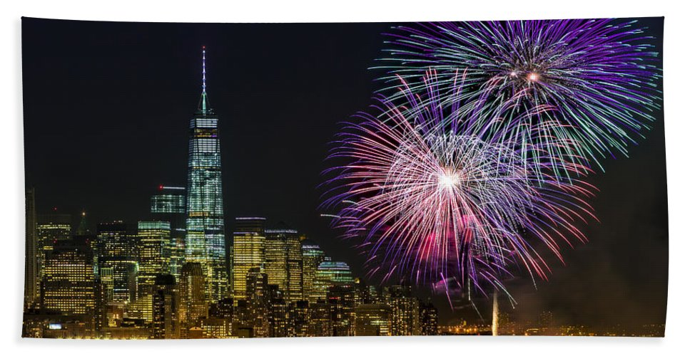 Fireworks Bath Towel featuring the photograph New York City Summer Fireworks by Susan Candelario