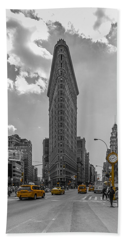 New York Bath Sheet featuring the photograph New York - Flatiron Building And Yellow Cabs - 2 by Christian Tuk