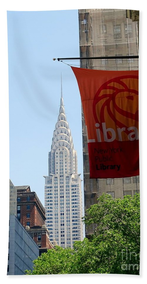 Chrysler Building Hand Towel featuring the photograph New York Scene by Ed Weidman
