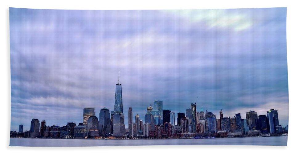 New York Bath Sheet featuring the photograph New York Skyline by Bob Cuthbert