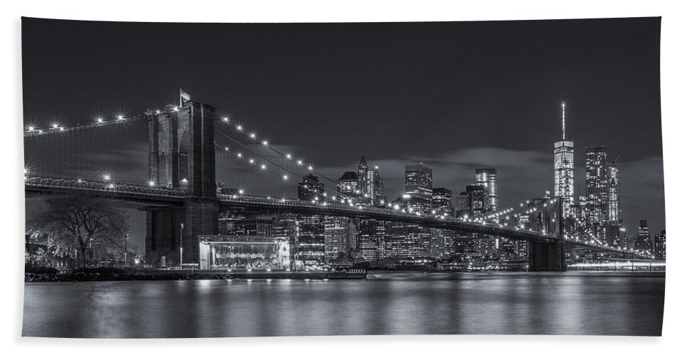 Architecture Bath Sheet featuring the photograph New York Skyline - Brooklyn Bridge - 8 by Christian Tuk