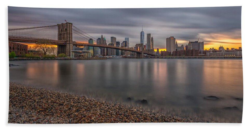 Architecture Bath Sheet featuring the photograph New York Skyline - Brooklyn Bridge - 9 by Christian Tuk