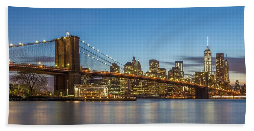 Architecture Bath Sheet featuring the photograph New York Skyline - Brooklyn Bridge by Christian Tuk