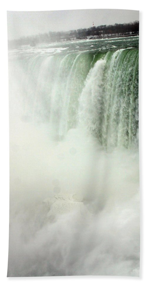 Landscape Bath Towel featuring the photograph Niagara Falls 4 by Anthony Jones
