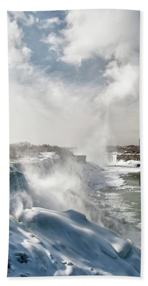 Niagara Falls Hand Towel featuring the photograph Niagara Falls 4601 by Guy Whiteley