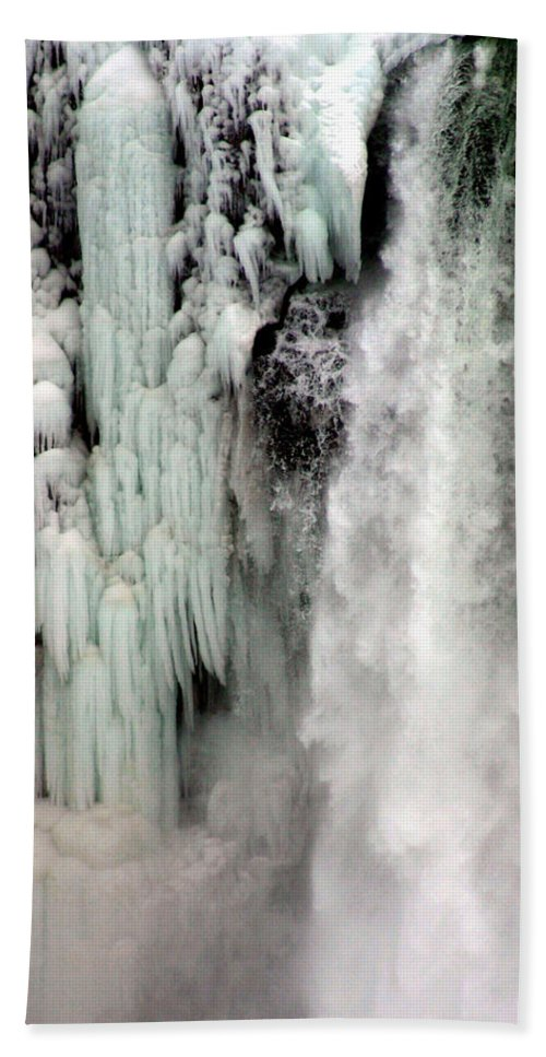 Landscape Bath Sheet featuring the photograph Niagara Falls 5 by Anthony Jones