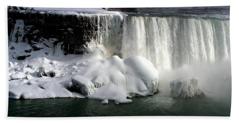 Landscape Bath Sheet featuring the photograph Niagara Falls 6 by Anthony Jones