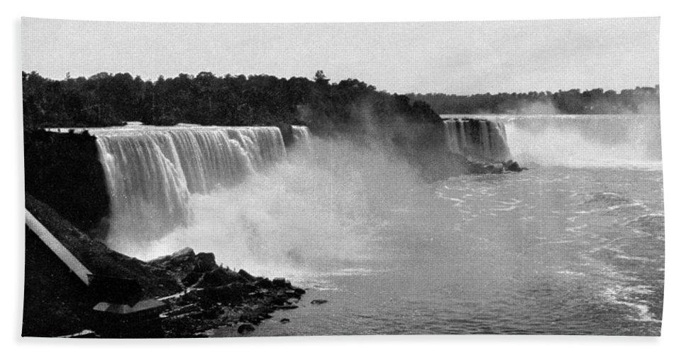 1890 Bath Sheet featuring the photograph Niagara Falls, C1900 by Granger