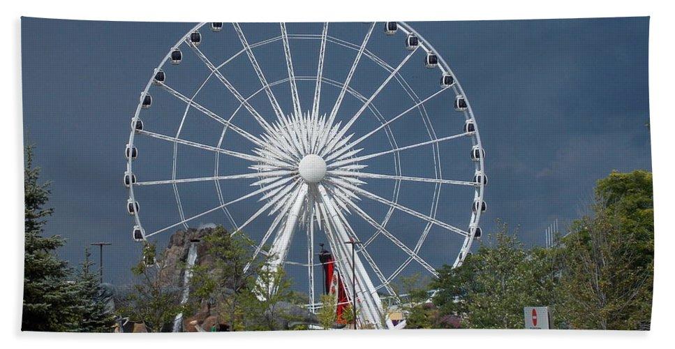 Niagara Hand Towel featuring the photograph Niagara Skywheel by Nina Kindred