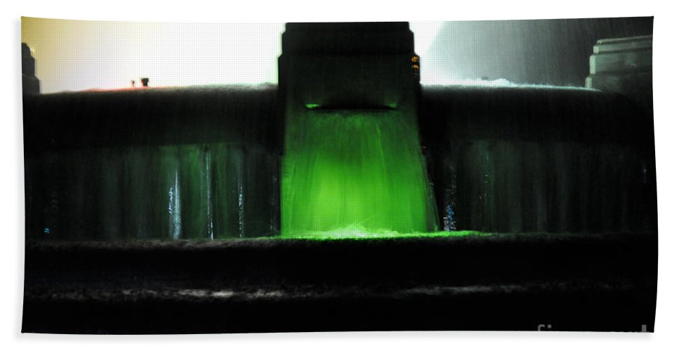 Clay Hand Towel featuring the photograph Night At Mulholland Fountain by Clayton Bruster