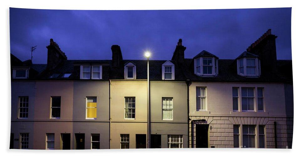 Kremsdorf Bath Towel featuring the photograph Night Darkens The Street by Evelina Kremsdorf
