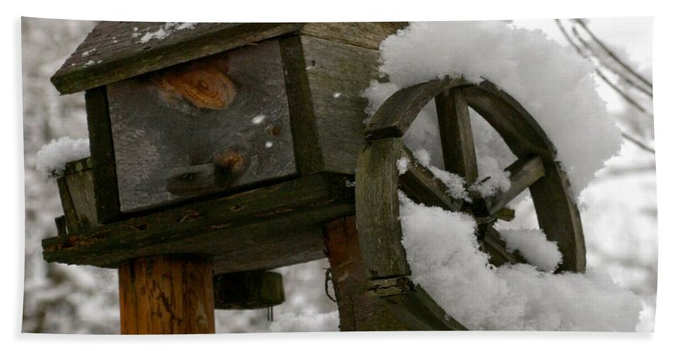 Birdhouse Bath Sheet featuring the photograph Nobody's Home by DJ Florek