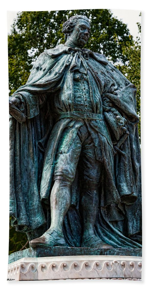 Statue Hand Towel featuring the photograph Norborne Berkeley - Baron De Botetourt by Christopher Holmes