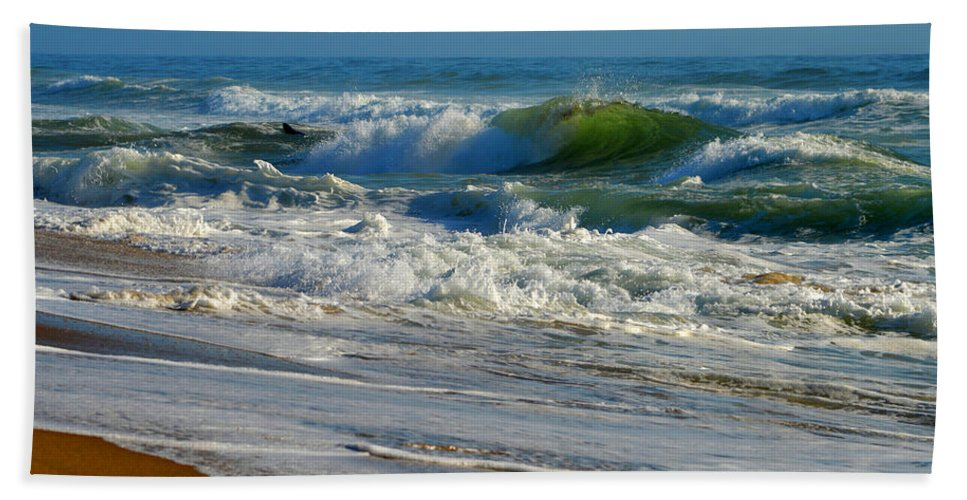 Ocean Hand Towel featuring the photograph North Atlantic Splendor by Dianne Cowen
