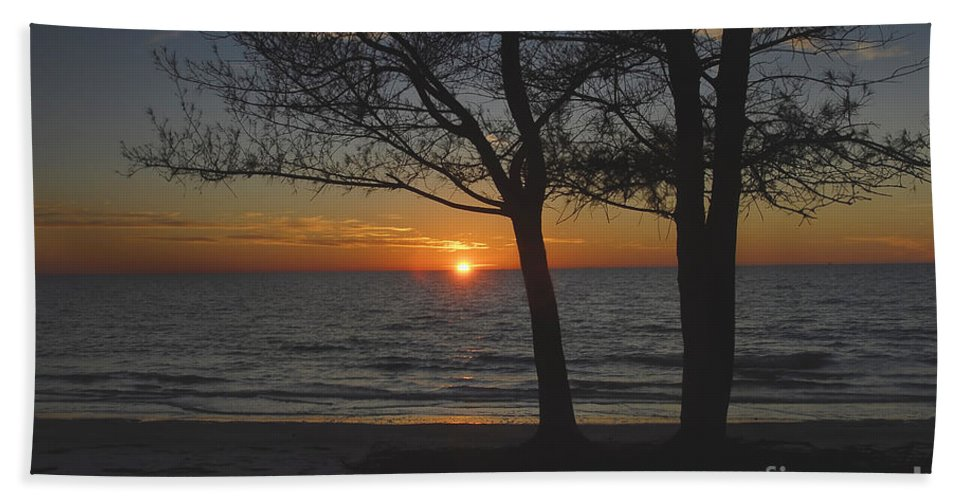 Beach Hand Towel featuring the photograph North Beach Sunset by David Lee Thompson