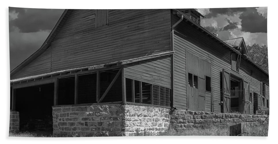 Barn Hand Towel featuring the photograph North Carolina Farm by Dale Powell