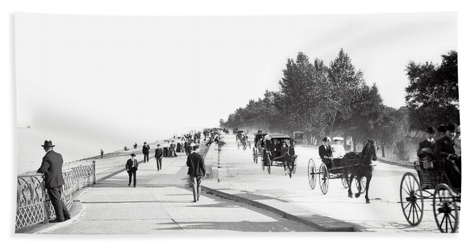 Chicago Bath Towel featuring the photograph North Lake Shore Drive - Chicago 1905 by Daniel Hagerman