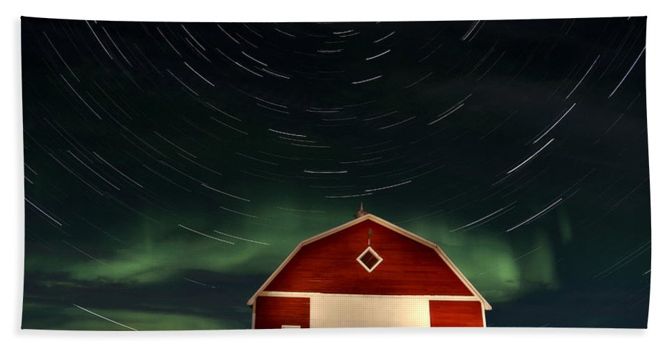 Canada Hand Towel featuring the photograph Northern Lights Canada Barn by Mark Duffy