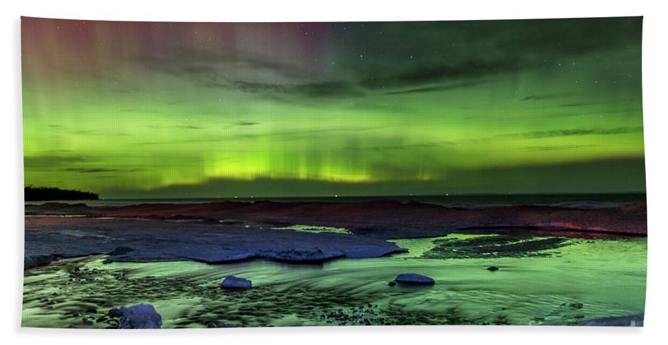 Northern Lights Bath Sheet featuring the photograph Northern Lights Pendells Creek -7824 by Norris Seward