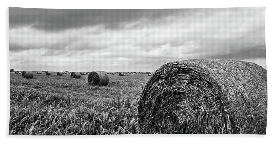 Black And White Hand Towel featuring the photograph Nostalgia - Hay Bales In Field In Black And White by Southern Plains Photography