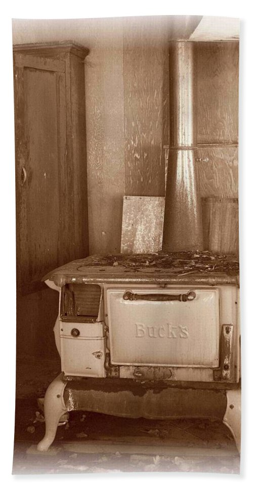 Stove Bath Sheet featuring the photograph Not Much Cookin - Unionville Nv by Nelson Strong