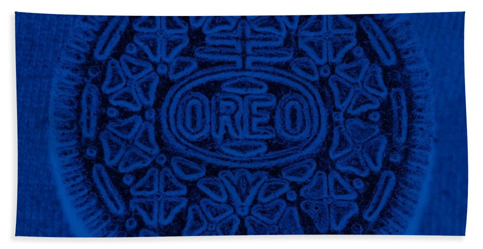 Oreo Hand Towel featuring the photograph O R E O In Blue by Rob Hans