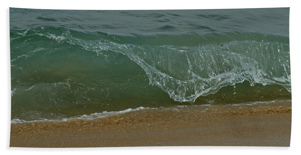 Beaches Hand Towel featuring the photograph Ocean Wave by Ernie Echols