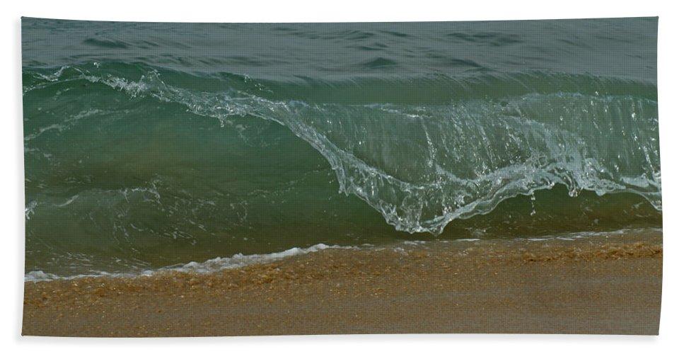 Beaches Bath Sheet featuring the photograph Ocean Wave by Ernie Echols