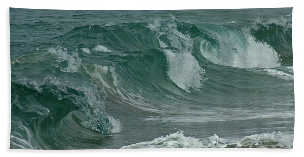 Ocean Bath Sheet featuring the mixed media Ocean Waves 2 by Ernie Echols