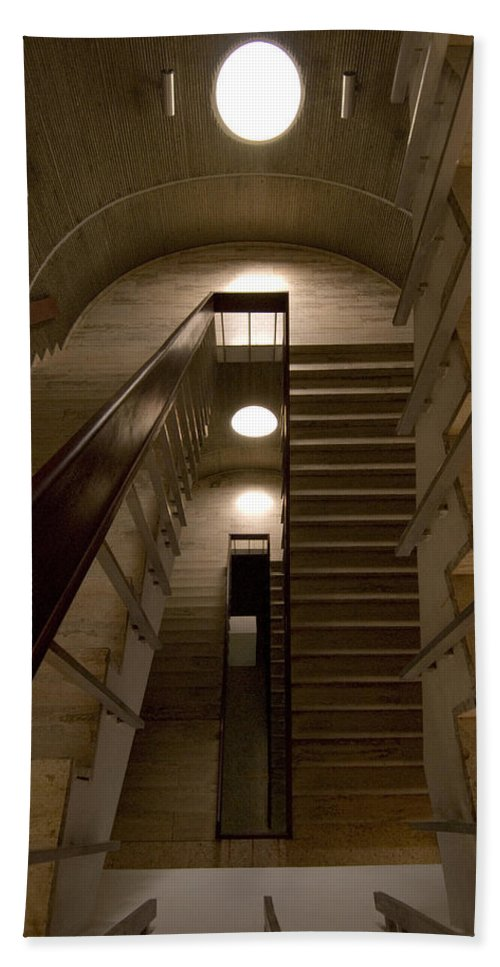 Stair Hand Towel featuring the photograph Oculus 2 by Robert Ponzoni