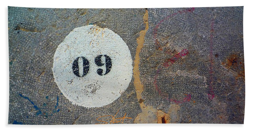 Number Bath Towel featuring the photograph Oh Nine by Charles Stuart