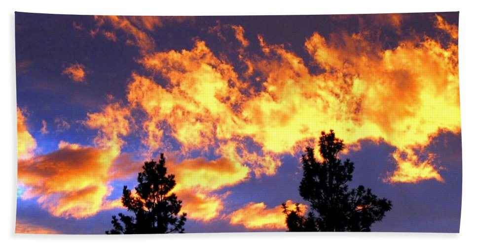 Sunset Bath Towel featuring the photograph Okanagan Sunset by Will Borden