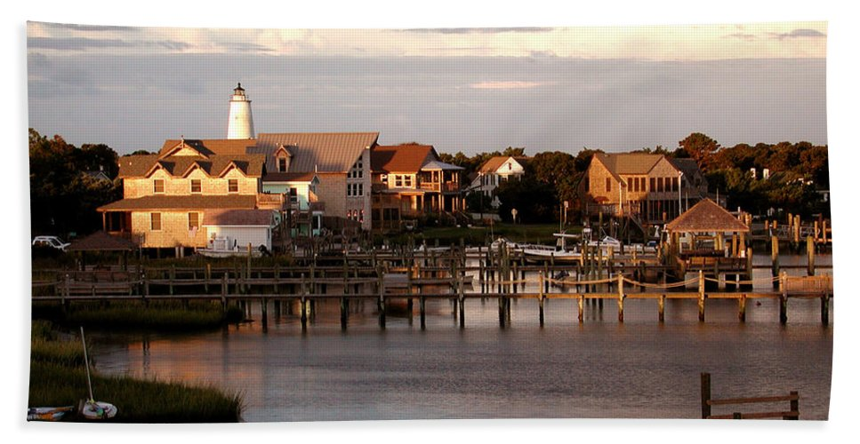 Lighthouse Bath Sheet featuring the photograph Okracoke Island Nc Sunrise by Robert Ponzoni