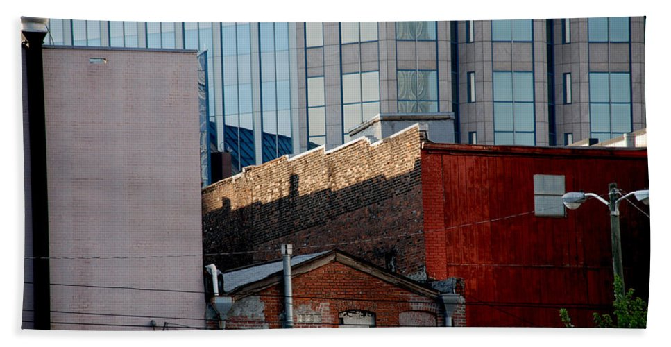 Nashville Bath Sheet featuring the photograph Old And New Close Together by Susanne Van Hulst