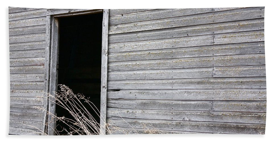 Old Barn Hand Towel featuring the photograph Old Barn 2 by Linda Bianic