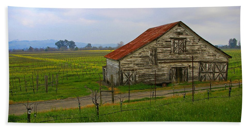 Barn Bath Sheet featuring the photograph Old Barn In The Mustard Fields by Tom Reynen