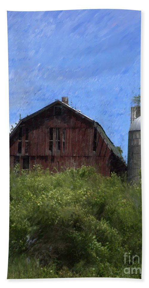 Old Barn Hand Towel featuring the photograph Old Barn On Summer Hill by David Lane
