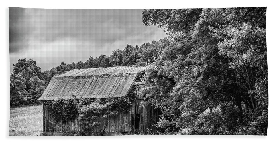 Barn Hand Towel featuring the photograph Old Barn by Rodney Cammauf