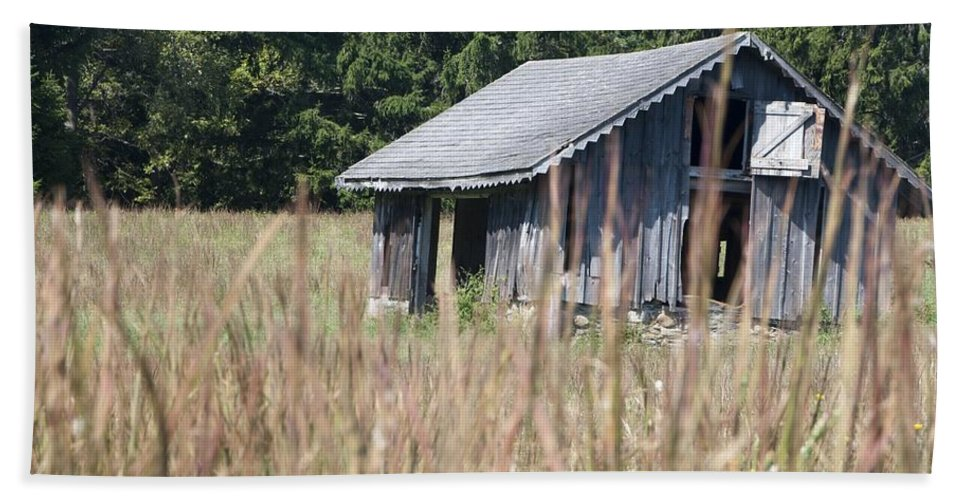 Barn Hand Towel featuring the photograph Old Barn by Steven Natanson