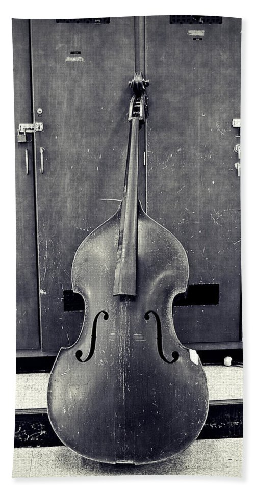 Black And White Bath Towel featuring the photograph Old Bass by Scott Wyatt