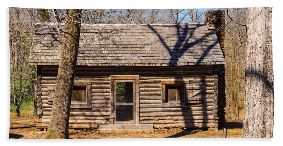 Daffodils Hand Towel featuring the photograph Old Cabin by Darrell Clakley