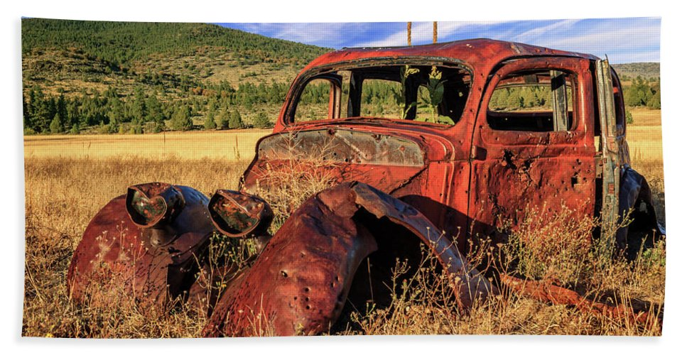 Rusty Hand Towel featuring the photograph Old Car At Susanville Ranch by James Eddy