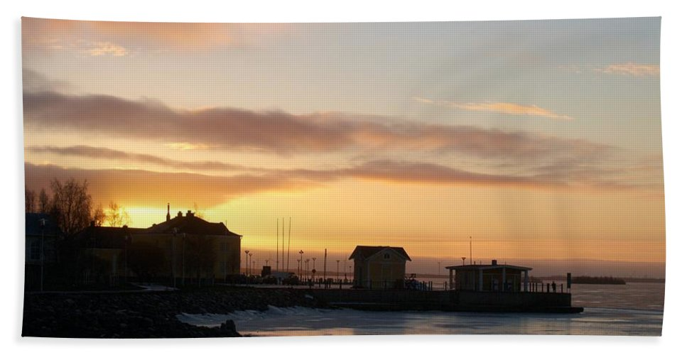 Lehtokukka Hand Towel featuring the photograph Old Harbour Of Kemi by Jouko Lehto