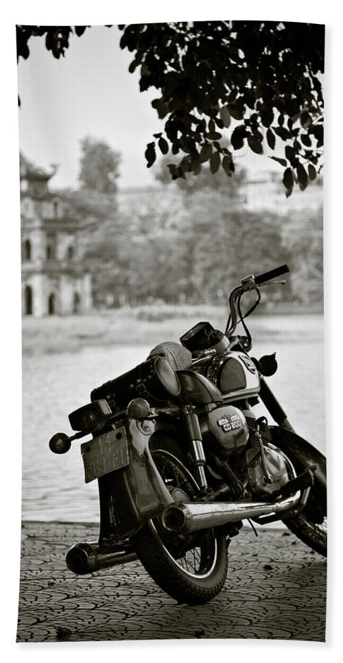 Honda Hand Towel featuring the photograph Old Honda In Hanoi by Dave Bowman