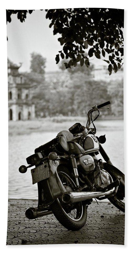 Honda Bath Sheet featuring the photograph Old Honda In Hanoi by Dave Bowman