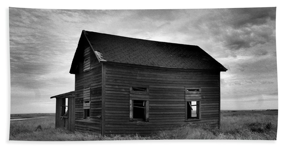 Trees Hand Towel featuring the photograph Old House In A Barren Field by Jeff Swan