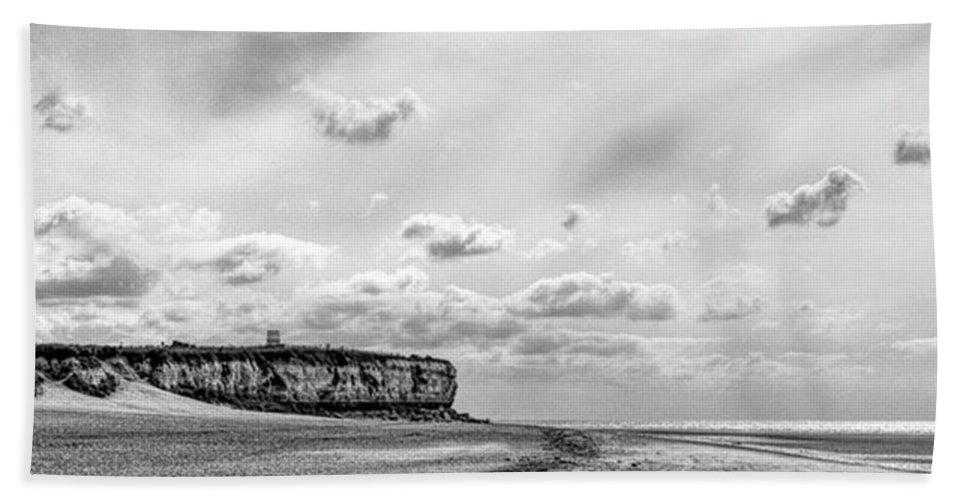 Eastanglia Bath Towel featuring the photograph Old Hunstanton Beach, Norfolk by John Edwards